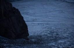 Alguém descendo à noite de volta para plaza de mulas a 4300m - Foto de Gabriel Tarso