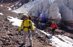 Ana e Maximo no glaciar a 5180m - Foto de Edson Monreal