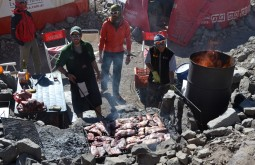 Churrasco em Plaza de Mulas a 4300m - Foto de Jan Willems
