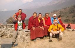 Com monges no Nepal