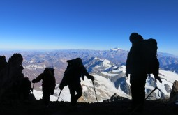 Descanso a 6500m - Foto de Julian Beerman