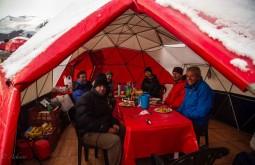 Equipe no nosso domo a 4300m - Foto de Ashok Kipatri