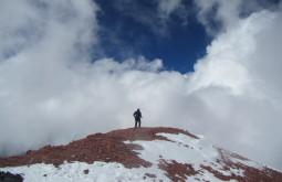 Mauro Gelain no cume do Mercedário - Foto de Maximo Kausch