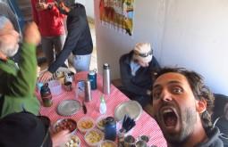 Mesa pronta para o almoço no refúgio Murray a 4500m - Foto de Eduardo Tonetti