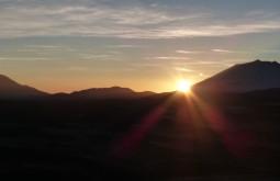 Nascer do sol desde o Vicuñas com 6087m - Foto de Gustavo Uria