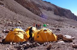 Nossa base a 4400m Cuesta Blanca, onde ficamos 2 dias - Foto de Ana Licia Sudo