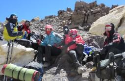 Nossa equipe de janeiro de 2015 descansando a 5900m