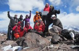Nossa equipe no cume do Vicuñas com 6087m - Foto de Maximo Kausch