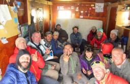Nossa expedição reunida para a janta no refúgio Atacama a 5250m - Foto de Eduardo Tonetti