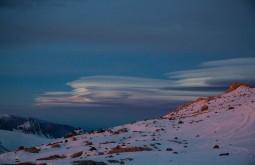 Nuvens Lenticulares desde 5600m - Foto de Ashok Kipatri