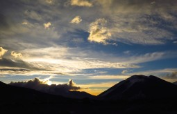 O Vicuñas com 6087m visto desde 5200m - Foto de Paula Kapp