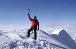 Pedro Hauck no cume do Illampu - Foto de Maximo Kausch