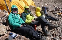 Roseane e Paulo descansando a 4400m - Foto de Ana Sudo