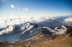 Vista de 6720m para o maciço do Cuerno - Foto de Gabriel Tarso