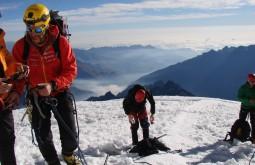 Descendo do cume e hidratando para a jornada de descida - Foto de Roberto Mendonça