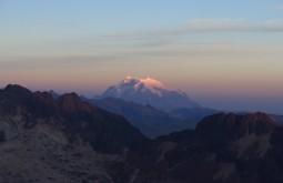 Illimani desde 5300m no acampamento alto - Foto de Paula Kapp