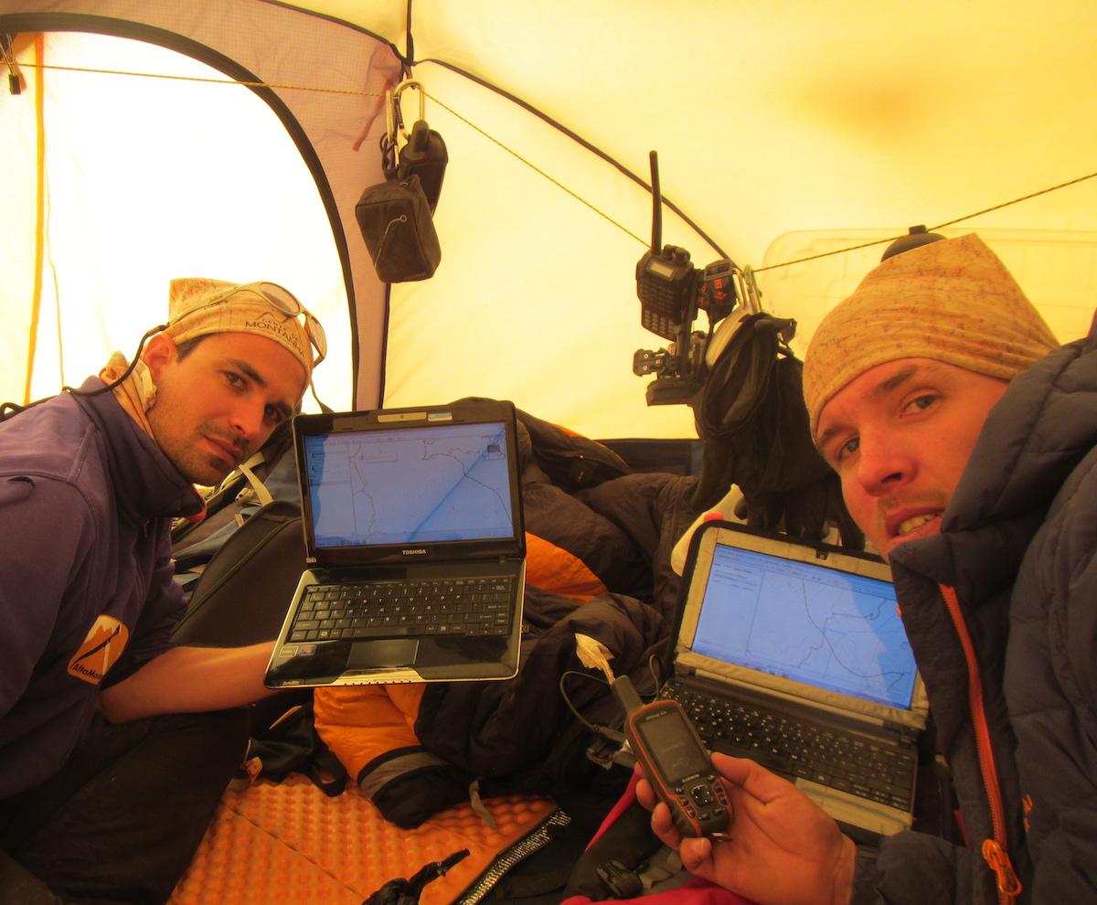 Planejando a última etapa das escaladas na Bolívia em 2014 - Foto de Maximo Kausch