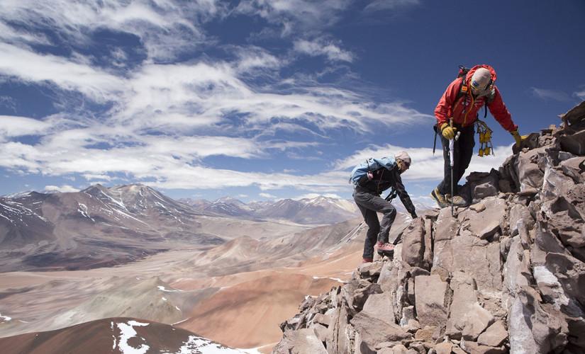 Maximo Kausch e Suzie Imber alcançam o ponto mais alto da Serra de Aliste