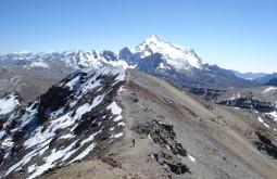 Vista do Chacaltaya e o Huayna ao fundo - tatiana_batalha_DSC00046