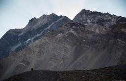 ACONCAGUA - Caminho para Plaza de Mulas, estas montanhas sedimentares de 4000m já foram fundo de mar! 1 - Foto Gabriel Tarso
