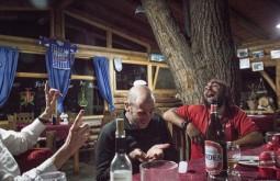 ACONCAGUA - Edu esfriando a cabeça em Uspallada, nosso primeiro jantar em terra apos a expedicao - 3 - Foto Gabriel Tarso