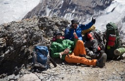 ACONCAGUA - Galera descansando a 5300m, Roi Negri e Cedric Chamaillard - Foto Gabriel Tarso