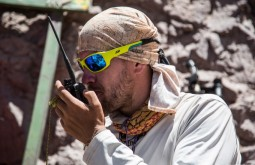 ACONCAGUA - Maximo Kausch falando com a base desde Piedra Ibañes 3800m - Foto Gabriel Tarso