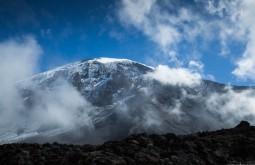 ACONCAGUA - Parede sul do Kili com complexos glaciares, vistos do acampamento Barranco a 3900m - Foto Gabriel Tarso