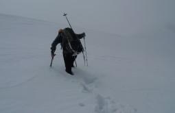 Abrindo 2km de neve até a coxa no caminho ao Chachacomani