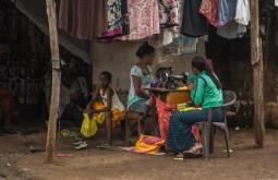 KILI - Costureiras trabalhando na rua em Mweka - Foto Gabriel Tarso