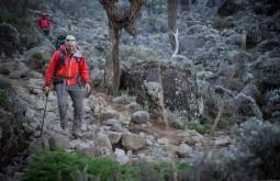 KILI - Maximo chegando a Barranco camp 3900m 1 - Foto Gabriel Tarso