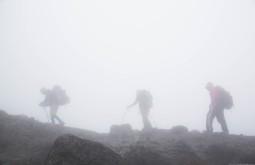 KILI - Neblina à caminho de Karanga camp a 4100m - Foto Gabriel Tarso