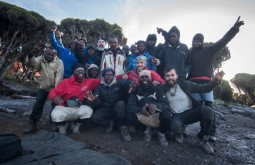 KILI - Nossa equipe junta a 3900m no acampamento Millenium - Foto Gabriel Tarso