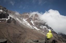 KILI - Vista do Kili desde o topo do lava tower, são 1200 metros de desnível até o cume - Foto Gabriel Tarso
