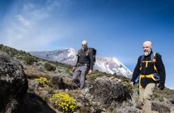 KILI - ZIller e Maximo a 3650m, chegando à Shira - Foto Gabriel Tarso