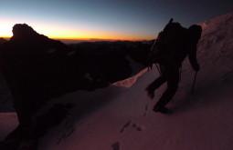 Maximo escalando a crista do Chaupi Orko a 5600m