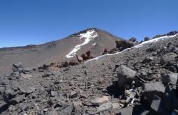 Maximo nos últimos 100 metros de desnível rumo ao monte Parofes com 5845m - Foto de Pedro Hauck