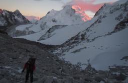 Pedro aproximando o glaciar alto do Chachacomani