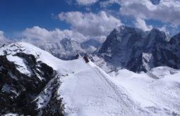 Descanso a 5800m no Lobuche East, Nepal - Foto de Maximo Kausch