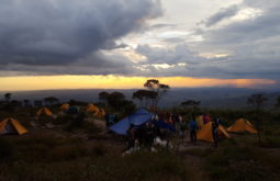 Entardecer no acampamento base