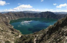 Quilotoa_crater_lake,_Ecuador,_Jan_2010