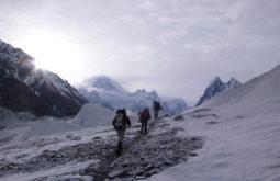Aproximando o Hidden Peak após 7 dias de caminhadas, Paquistão - 1 - Foto de Maximo Kausch