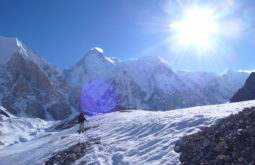 Aproximando o Hidden Peak após 7 dias de caminhadas, Paquistão - Foto de Maximo Kausch