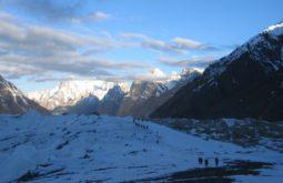 Carregadores aproximando os Gasherbrums no Paquistão, algumas das maiores e mais remotas montanhas da terra -1 - Foto de Maximo Kausch