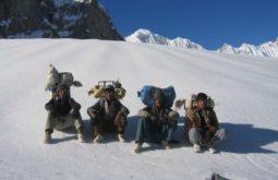 Carregadores aproximando os Gasherbrums no Paquistão, algumas das maiores e mais remotas montanhas da terra -2 - Foto de Maximo Kausch