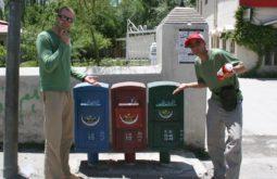 Confusão - coleta seletiva de lixo em Urdu - Skardu, Paquistão - Foto de Tachi Pesando