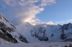 O Chogolisa visto desde a base dos Gasherbrums 1 e 2, Paquistão - Foto de Maximo Kausch