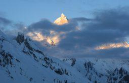 O Mitra Peak por trás das nuvens, Glaciar Baltoro, Paquistão - Foto de Maximo Kausch
