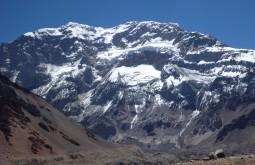 A face sul do Aconcágua, uma das maiores paredes da terra! - Foto de Ashok Kipatri