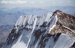 A parede sul do cume sul do Aconcagua com 6919m - Foto de Gabriel Tarso